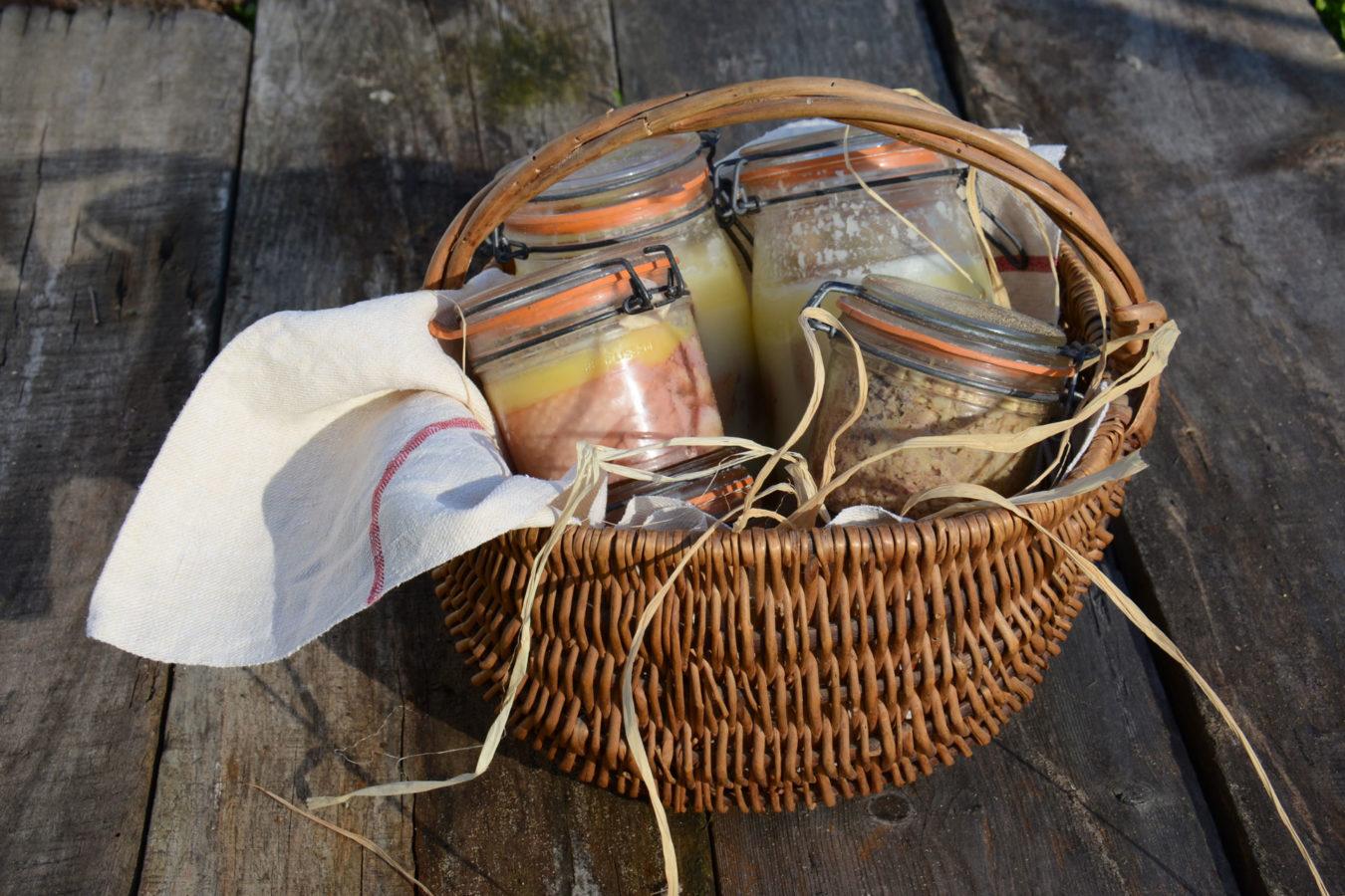 panier avec foie gras et conserve