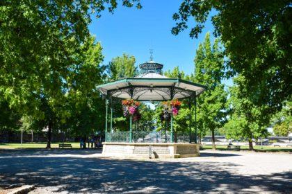 Kiosque dans le parc des Arènes à Dax dans les Landes