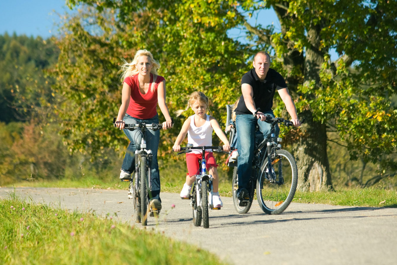 famille en vélo